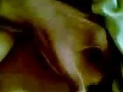 ब्रांडी और बांबी फुल सेक्सी बीएफ फिल्म एक बड़े लकड़ी के डिल्डो को चोदता है