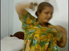 लड़की के साथ बिल्ली पर फुल सेक्सी हिंदी खेल रहे महान स्तन