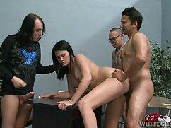 HD - PureMature सेक्स फुल हिंदी जूलिया एन Elaina Raye को बकवास करना सिखाती है